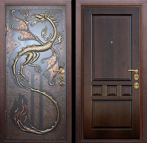Входная металлическая дверь авторская чеканка снаружи и массив дуба внутри СП075